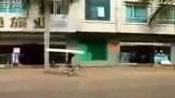 大陸送床褥是用踩單車影片