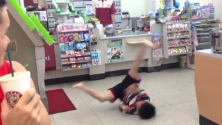 小朋友便利店跳街舞影片